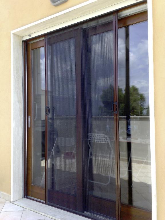 Mosquiteras plisadas aludomo for Mosquiteras plisadas para puertas